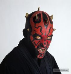 A gallery of Star Wars: Episode I - The Phantom Menace publicity stills and other photos. Featuring Ray Park, Natalie Portman, Liam Neeson, Ewan McGregor and others. Cosplay Characters, Star Wars Characters, Star Wars Episodes, Star Wars Helmet, Star Wars Sith, Saga, Face M, Liam Neeson, Star Wars Pictures