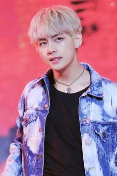 KIM TAEHYUNG IS SO BEAUTIFUL  #Taehyung #kim #V #bts