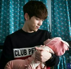 Laughter in waikiki Kim Jung Hyun Kim Joong Hyun, Jung Hyun, Kim Jung, Shin Min Ah, Watch Drama, Park Bo Young, Drama Memes, School 2017, Joo Hyuk