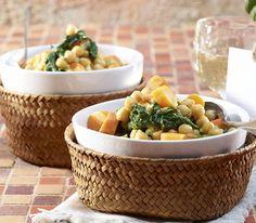 Durch ihren relativ milden Eigengeschmack harmonieren Kichererbsen überaus gut mit kräftigen Gewürzen wie dem Curry. Vegan Vegetarian, Serving Bowls, Low Carb, Healthy Recipes, Tableware, Sugar, Drinks, Food, Collection