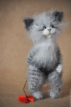 Купить КОТ читает сказки КОТЯТАМ Вязаная игрушка - белый, кот, котик, котики