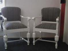 Mooie stoelen. Eiken stoel wit verven en grijs bekleden?