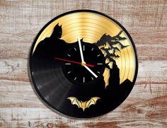 Reloj de pared de vinilo de Batman. Disco de oro. por WildKangaroo