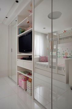 Rio duplex is reformed to growing family (Photo: Denilson Machado / MCA Studio / Handout) Teen Bedroom, Home Bedroom, Bedroom Furniture, Bedroom Decor, Bedrooms, Closet Designs, Little Girl Rooms, Dream Rooms, New Room