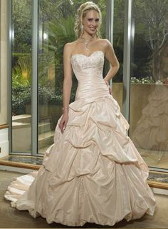 2012 Charming Sweetheart Neckline Wedding Dress