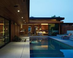 A view of the kitchen/family room from the pool deck. Montalba Architects, Santa Monica