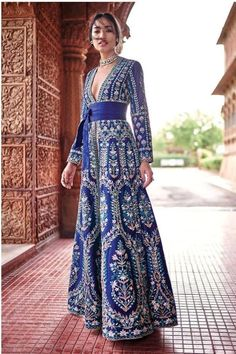 This exclusive gown is an ultimate party wear collection with the mesmerizing colour blue with the thread work be at your fashionable best taffeta silk semi stitched gowns fashionable work outfit ideas for fall winter 2020 Indian Evening Gown, Wedding Evening Gown, Indian Gowns, Indian Wear, Evening Gowns, Indian Party Wear, Party Wear Western Gowns, Indian Designer Outfits, Designer Dresses