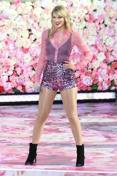 Taylor Swift Photo Gallery: Click image to close this window Taylor Swift Legs, Estilo Taylor Swift, Taylor Swift Music, Taylor Swift Style, Taylor Swift Pictures, Taylor Alison Swift, Taylor Swift Fansite, Taylor Swift Wallpaper, Swift Photo