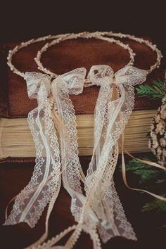 Wedding rope with beige rope, lace and pearls. - Wedding ideas all the world Summer Wedding, Our Wedding, Dream Wedding, Wedding Stuff, Peach Wedding Colors, Wedding Flowers, Wedding Wreaths, Wedding Decorations, Wedding Program Sign