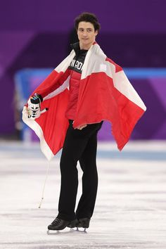 Gold medalist Scott Moir of Canada celebrates with his team after the Figure Skating Team Event on day three of the PyeongChang 2018 Winter Olympic. 2018 Winter Olympic Games, Olympic Games Sports, Olympic Gymnastics, Gymnastics Quotes, Virtue And Moir, Tessa Virtue Scott Moir, Tessa And Scott, Pyeongchang 2018 Winter Olympics, Figure Skating