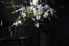 Putnam & Putnam is a boutique floral design company based in New York. Specializing in editorial, weddings, large scale installation and local deliveries.
