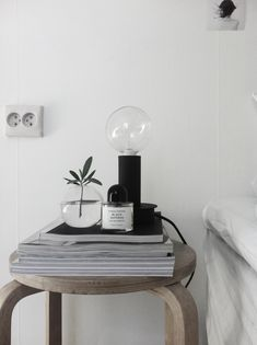 67 Minimalist Bedside Table Lamps Ideas to Makes Your Room Cozier - About-Ruth Simple Interior, Interior Styling, Interior Design, Frosta Ikea, Room Inspiration, Interior Inspiration, Round Glass Vase, Diy Casa, Bedside Table Lamps