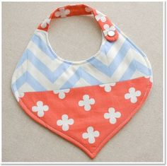 Stylish Baby Bibs by Happy Find(Diy Baby Bibs) Diy Baby Gifts, Baby Crafts, Baby Sewing Projects, Sewing For Kids, Baby Bibs Patterns, Sewing Patterns, Diy Pour Enfants, Bib Pattern, Baby Kind