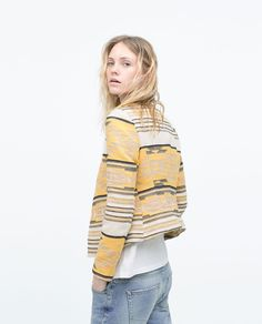 Discover the new ZARA collection online. The latest trends for Woman, Man, Kids and next season's ad campaigns. Latest Outfits, New Outfits, Fashion Outfits, Blazers For Women, Jackets For Women, Estilo Jeans, Mode Jeans, Zara New, Women's Jackets