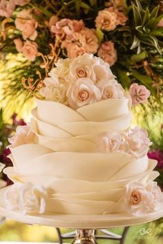 Elegant Wedding Cakes, Cool Wedding Cakes, Stacking A Wedding Cake, Ombre Rosette Cake, Frozen Wedding, Dragon Wedding, 40th Birthday Cakes, Wedding Cake Flavors, Chocolate