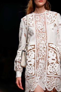 Valentino Spring 2015 Ready-to-Wear Fashion Show Runway Fashion, Spring Fashion, Fashion Show, Womens Fashion, Fashion Trends, Ss15 Fashion, Fashion News, Fashion Models, Valentino