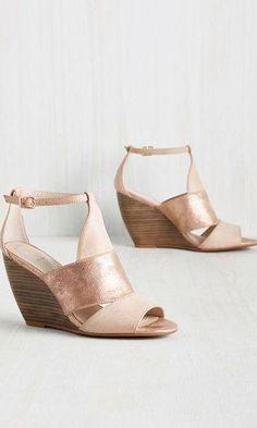 e018dc1e22 Sandália Anabela  Modelos para você arrasar no salto com conforto!