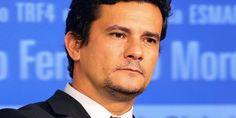 O juiz federal Sérgio Moro, responsável pela operação Lava-Jato, acusou formalmente a chapade Dilma e Temer de ter feito uso de propina em troca de contratos da Petrobras Juiz afirma que Lava Jato…