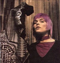 Giger body paints Debbie Harry for album cover and video—behind the scenes Alien Painting, Body Painting, Hr Giger Art, Chris Stein, Blondie Debbie Harry, Very Beautiful Woman, Dangerous Minds, Famous Women, Museums