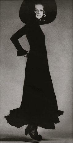 Twiggy wearing Anne Fogarty 1960's