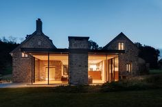 Farmhouse Exterior by van Ellen + Sheryn Architects stone barn conversion Stone Exterior Houses, Old Stone Houses, Cottage Exterior, Modern Barn, Modern Farmhouse, Country Farmhouse, Farmhouse Decor, Glass Extension, Side Extension