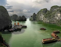 Halong Bay by Jesús Sánchez Ibáñez