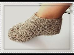 slippers for women Crochet Stitches Free, Knitting Patterns Free, Free Knitting, Knit Crochet, Knitted Slippers, Crochet Slippers, Knitted Hats, Knit Shoes, Knitting Videos