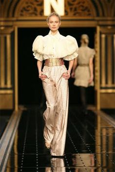 Fendi Fall 2006 Ready-to-Wear Collection - Vogue White Fashion, Love Fashion, Runway Fashion, Fashion Beauty, Fashion Show, Vintage Fashion, Fashion Outfits, Fashion Design, Fashion Details