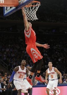 Houston Rockets' Jeremy Lin (7) drives past New York Knicks' Iman Shumpert (21) and Pablo Prigioni (9) during the second half of an NBA basketball game Thursday, Nov. 14, 2013, in New York. The Rockets won 109-106. (AP Photo/Frank Franklin II)