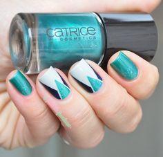 Nailstorming striping tape - green, grey and deep blue tape mani - #nail #nails #nailart - http://lapaillettefrondeuse.blogspot.be/2014/07/nailstorming-65-completement-striping.html