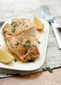 dorsz na maśle. szybki, prosty dorsz robiony na patelni, na maśle, które się delikatnie karmelizuje. z dodatkiem cytryny i pietruszki. Fish Recipes, Vegan Recipes, Cooking Recipes, Recipies, Vegan Junk Food, Vegan Sushi, Vegan Baby, Vegan Smoothies, Lunches And Dinners