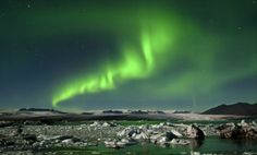 Aurore boréale sur le lac glaciaire de Jokulsarlon - Islande