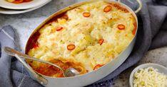 En enkel kjøttform med karbonadedeig, potetmos med løk, tomatsaus og revet ost på toppen. Populær og rask familiemiddag.