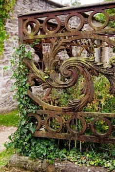 love this iron work - such beautiful detail. Just Plain classy..