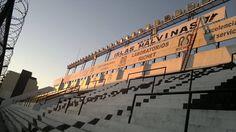 Cartel que lleva el nombre del estadio ISLAS MALVINAS del club atlético Allá Boys Club, Four Square, Building, Boys, Athlete, Islands, Poster, Baby Boys, Buildings