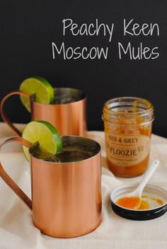 Peachy Keen Moscow Mules - Classic ginger beer and vodka Moscow Mules spiked with a bit of peach flavor! | mittencrate.com