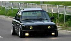 The fitment of this e30 is on point.
