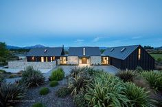 Far Horizon House by Gary Todd Architecture Architecture Awards, Modern Architecture, Style At Home, Modern Farmhouse Exterior, Shed Homes, Modern Barn, House Goals, Home Fashion, Exterior Design