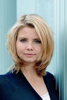 Annette Frier (* 22. Januar 1974 in Köln, bürgerlicher Ehename Annette Wünsche) ist eine deutsche Schauspielerin und Komikerin.