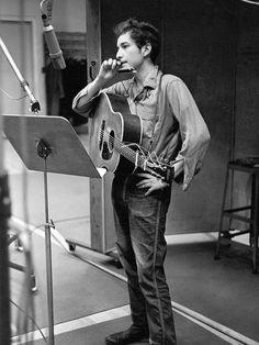 theswinginsixties:  Bob Dylan in the studio.