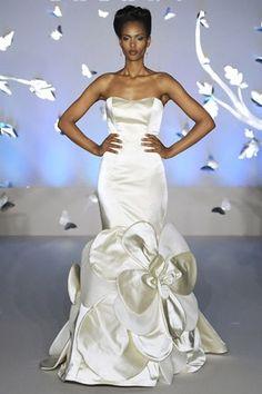 35e12cbe6bba1 18 Best Poznate dame u venčanicama Vera Wang images   Celebrity ...