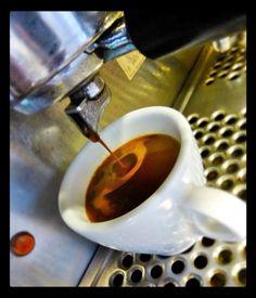Tarde de sábado nublada  es igual a un delicioso  #EspressoAroma  Vive grandes momentos en #AromaDiCaffé Conócenos en el C.C. Metrocenter pasaje colonial. #AromaDiCaffé #MomentosAroma #SaboresAroma #Café #EspressoAroma #Caracas #QuieroUnCafé #BuscandoElCafé #Coffee #CoffeeLovers #CoffeeMoments #CoffeeTime #InstaMoments #InstaCoffee