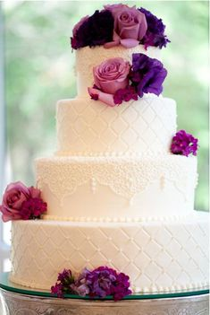 wedding+cake+purple+flowers+roses+quilting+icing+effect+lace+white+tiered.JPG 383×571 pixels