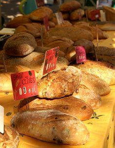 Le Pain d'Aujour sur le marché de Serres, le samedi matin. #produitslocaux #buech Saveur, Artisanal, Pain, Provence, Bread, Food, Saturday Morning, Green Houses, Mountains