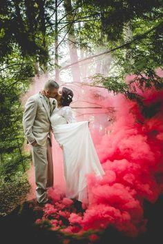 """Quer usar """"Smoke bomb"""" no seu dia? – Once Upon a Time… a Wedding. smoke bomb wedding photography (1) fine art photography casamentos bomba de fumo mariage casar em portugal, portugal weddings, se marier au portugal"""