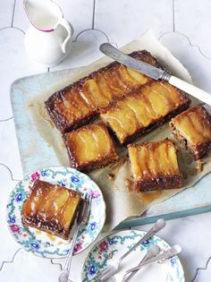 Vegan Toffee Apple Upside Down Cake Fruit Recipes Jamie - What A Treat This Vegan Upside Down Cake Recipe Topped With Apples And Toffee Sauce Is Wonderfully Sticky And Delicious Perfect For Afternoon Tea Vegan Dessert Recipes, Fruit Recipes, Vegan Recipes Easy, Sweet Recipes, Cake Recipes, Mexican Recipes, Autumn Recipes Vegan, Tea Recipes, Indian Recipes