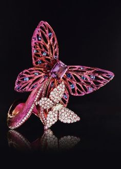 """Last year Wallace Chan debuted at the Biennale des Antiquaires in Paris with 50 stunning pieces in a collection called """"The Path to Enlightenment – Art & Zen,"""" which was … Insect Jewelry, Butterfly Jewelry, Animal Jewelry, Jewelry Art, Vintage Jewelry, Fine Jewelry, Jewelry Design, Unique Jewelry, Big Butterfly"""