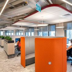 Setter Architects designed the workstations using the hot desking/ sharing method – each employee has a locker for personal belongings – and the transition to the paperless working method is being implemented.