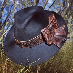 """Cattle Cait (@cattlecait) on Instagram: """"#cattlecait #customlid with #handcarved #hatband #bow."""""""