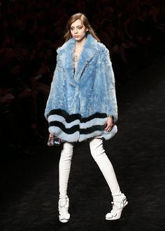 Mode à Milan: une femme énergique et de caractère